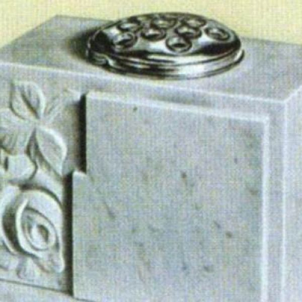 marble-pot-single-flower53950347-8CD9-0C95-7D5B-8936F16263F1.jpg